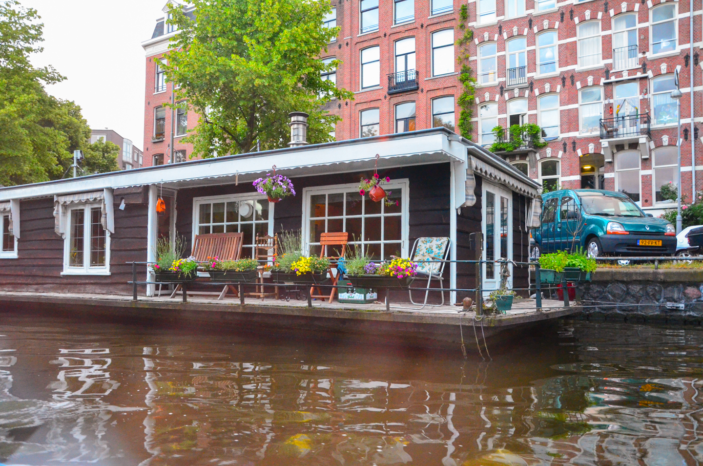 Amsterdam one amazing city for Houseboat amsterdam